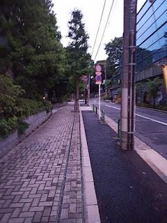 外苑西通りから青山霊園へ入る路地