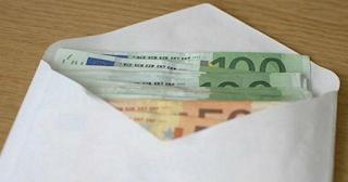 Βρήκε ένα φάκελο με 10.600 ευρώ και προσπάθησε να βρει ποιος τον έχασε. Την επόμενη μέρα δέχθηκε ένα καθοριστικό τηλεφώνημα