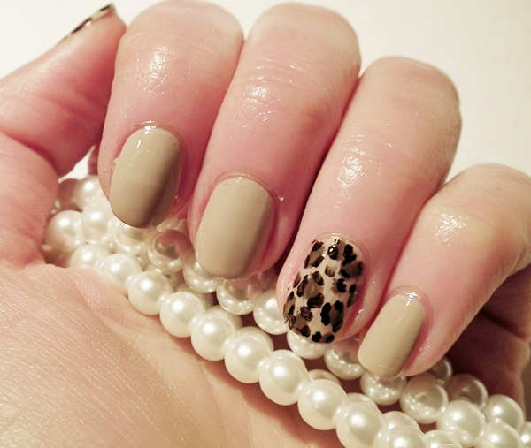 manicure, panterka na paznokciach, ciapki na paznokciach, panther nails, Golden Rose Rich Color Nail Laquer nr 05, Essence nail art, inglot, wizaz