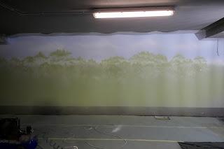 artystyczne malowanie lasu na ścianie, mural 3d dżungla, malowanie dżungli