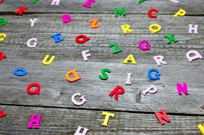 Kumpulan 26+ Huruf Abjad : Pengertian, Jenis, Nama, dan Contoh Kalimat