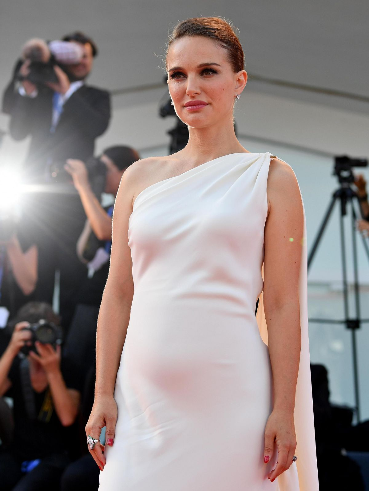 HQ Photos of Pregnant Natalie Portman in White Dress At Planetarium Premiere At 2016 Venice Film Festival