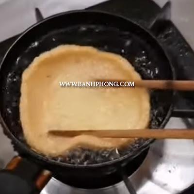 Cách chiên bánh phồng cá đúng chuẩn