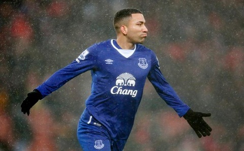 Trong lịch sử bóng đá, Lennon là cầu thủ trẻ nhất ra sân tại giải Ngoại hạng Anh.