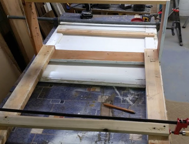 add cross boards for a shelf bracket on a potting bench