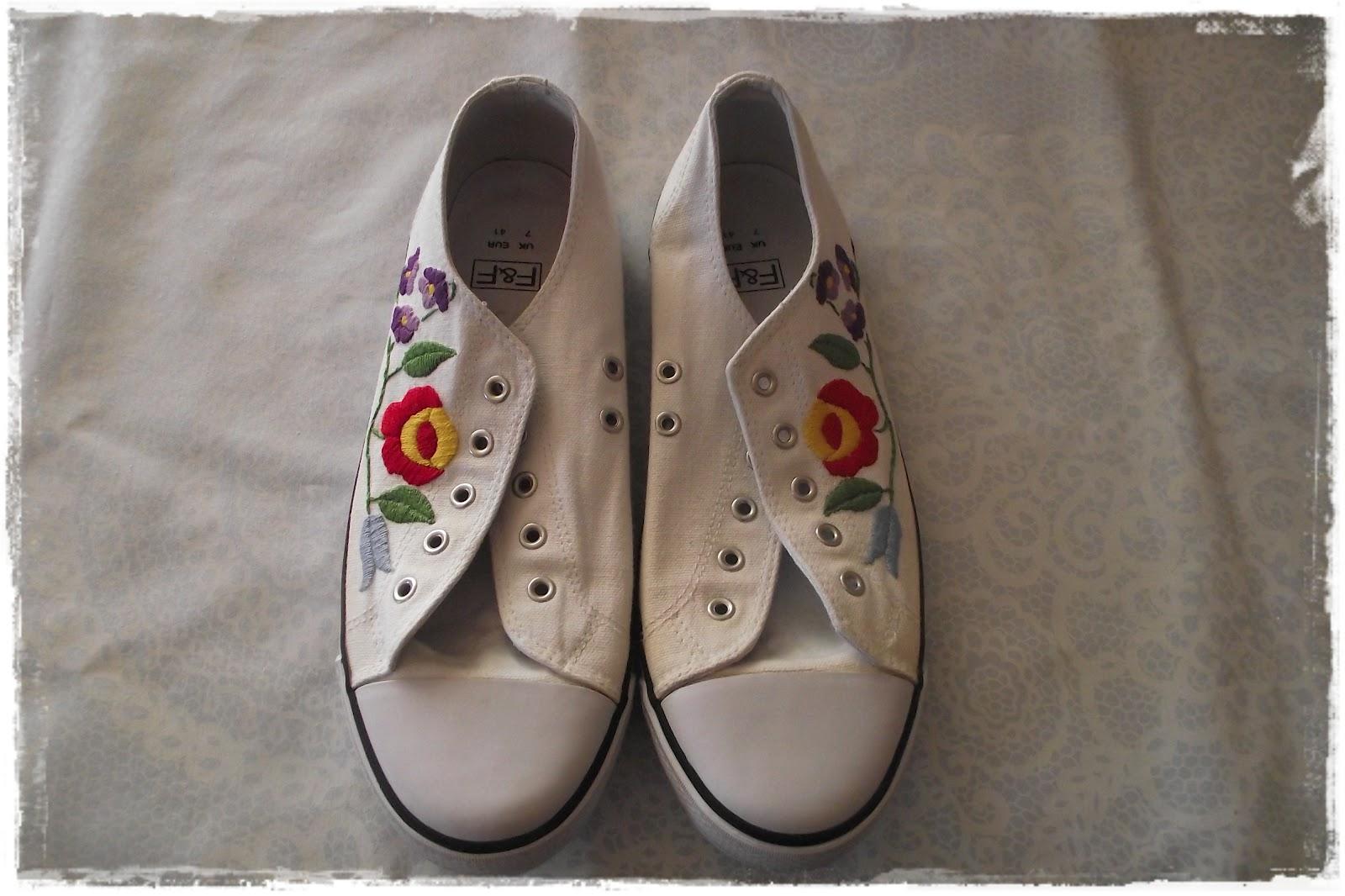 87fd7b91a9 Mikre nem hagyom magam rávenni. ( Bár nem tartott sokáig. :) ) Azt hiszem  ez volt az első, s egyben utolsó cipő. Lassabban megy, mint gondoltam.