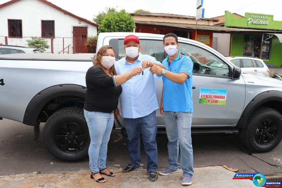Prefeito de Oriximiná Ludugero Tavares faz entrega da caminhonete para secretaria de saúde