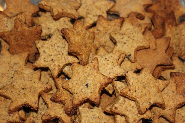 https://cuillereetsaladier.blogspot.com/2012/12/etoiles-aux-noisettes.html