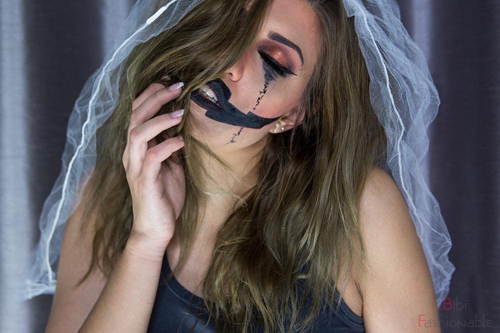 Halloween Pumpkin Bride Augen geschlossen Blick nach oben