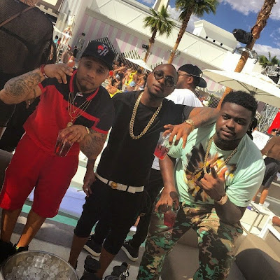 Davido parties on stage with 50cent in Vegas davido2