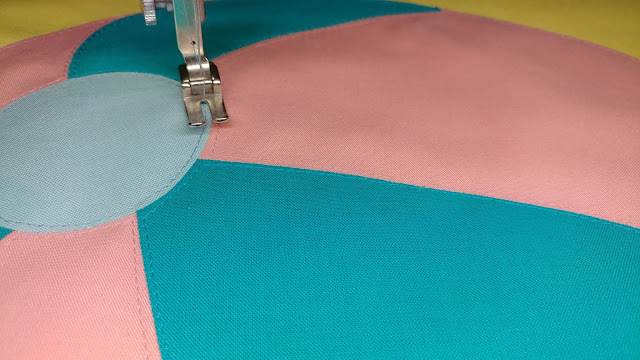 Raw edge applique on the beach ball quilt pattern