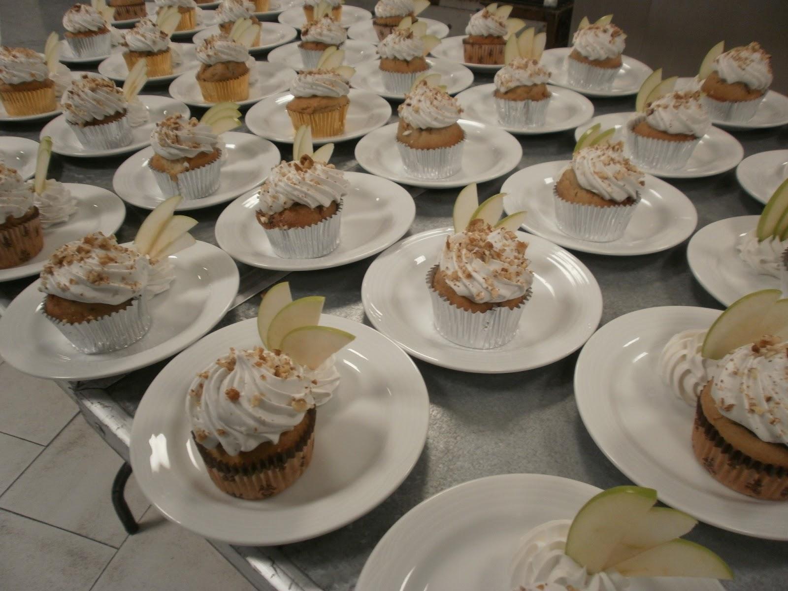 Pastel De Bodas: Almendra Y Cafe: Pastel De Bodas Con Cupcakes