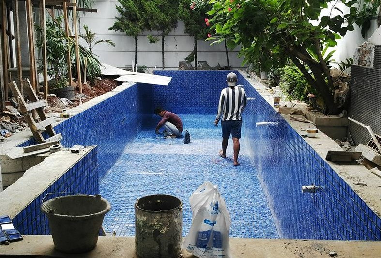 Perbaikan mosaic kolam renang