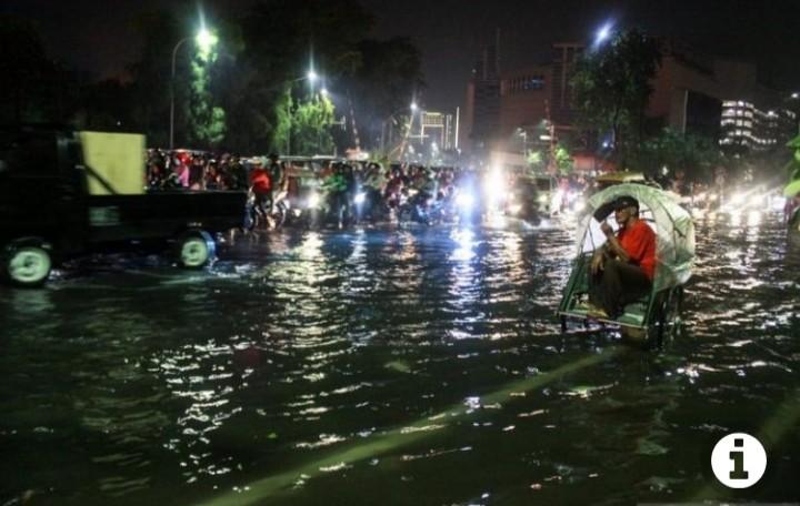 Jengkel Surabaya Banjir, Anggota DPRD: Pemkot Gak Pinter