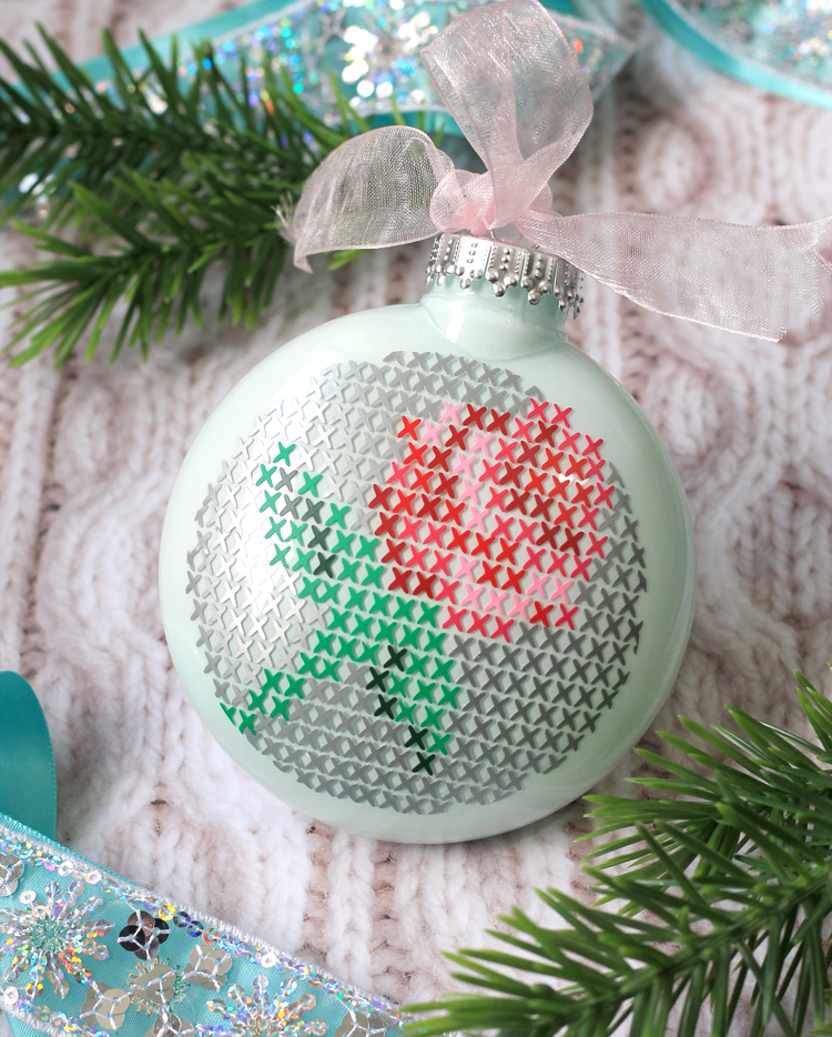 Clear Glass Ornament Decorating Idea