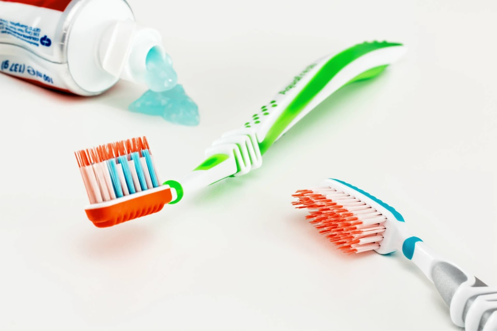 6 simple tips to prepare your child for his first dental appointment toothbrush and toothpaste