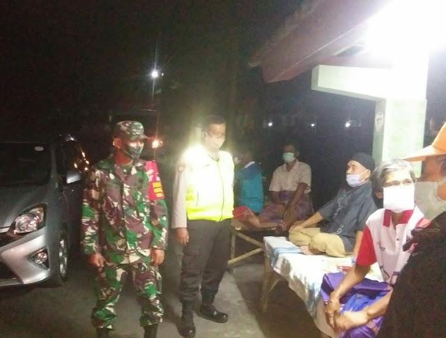 Patroli Malam Hari Babinsa Himbau Warga Patuhi Protokol Kesehatan