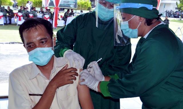 Vaksin Covid-19 Sinovac Belum Terbukti Efektif, Warga Tolak Vaksin Malah Didenda Rp5 Juta