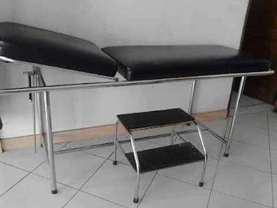 tempat tidur periksa pasien