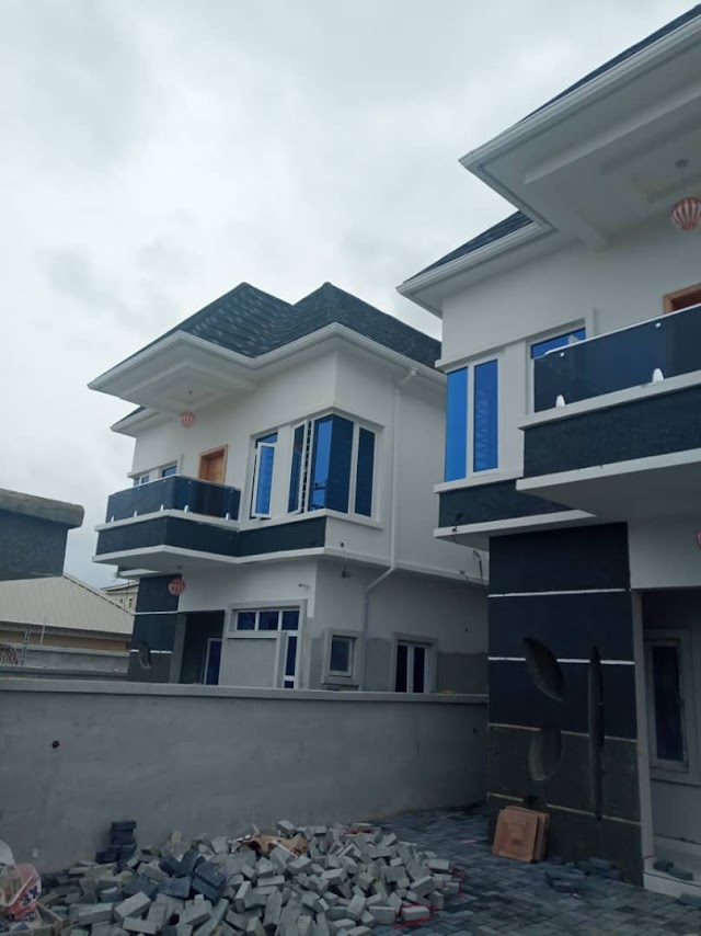 Selling: 4 Bedroom fully detached duplex plus BQ  @OLOGOLO Close to Shoprite Jankade Lekki.
