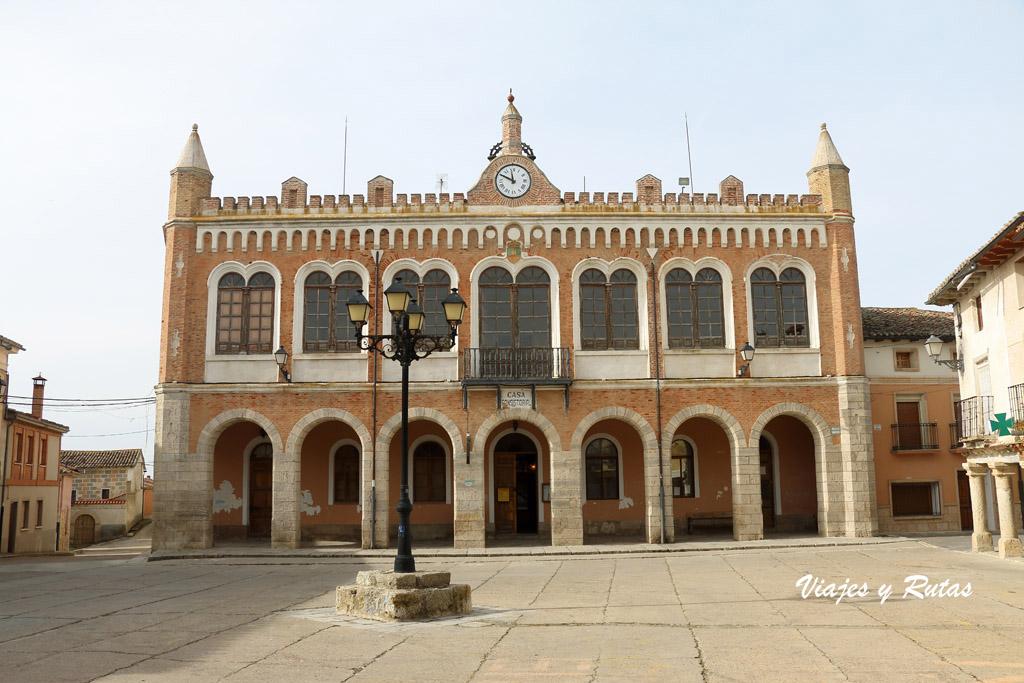 Plaza Mayor y ayuntamiento de Tiedra