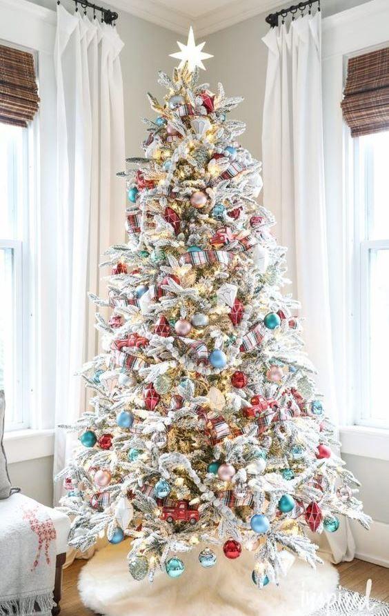 Beautiful Christmas Tree Decorating Idea