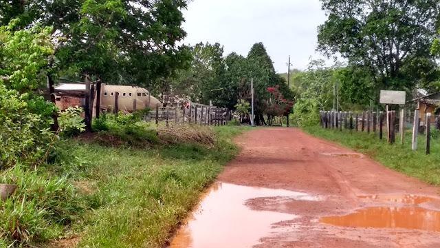 Idoso constrói casa em formato de avião e faz sucesso na web em Rondônia