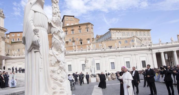 Renuncia el auditor general del Vaticano