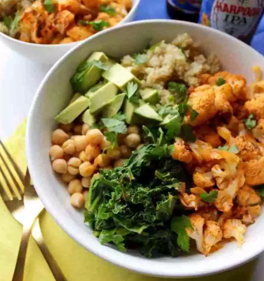Spicy Cauliflower Power Bowl #vegan #vegetarian #cauliflower #whole30 #paleo