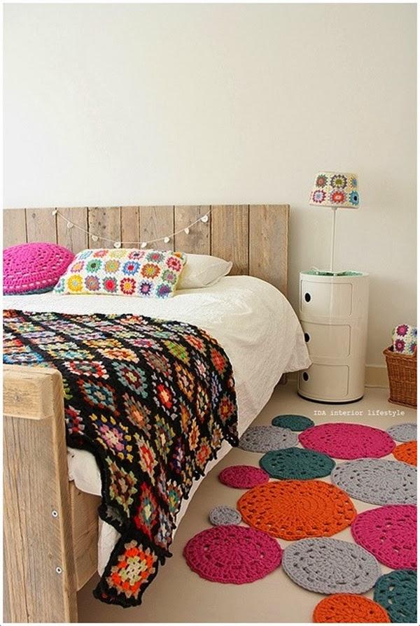 Em rita desastre crochet alfombras de trapillo uniendo for Alfombras de colores