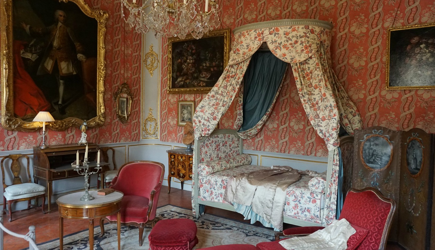 Restored bedroom Hotel de Caumont