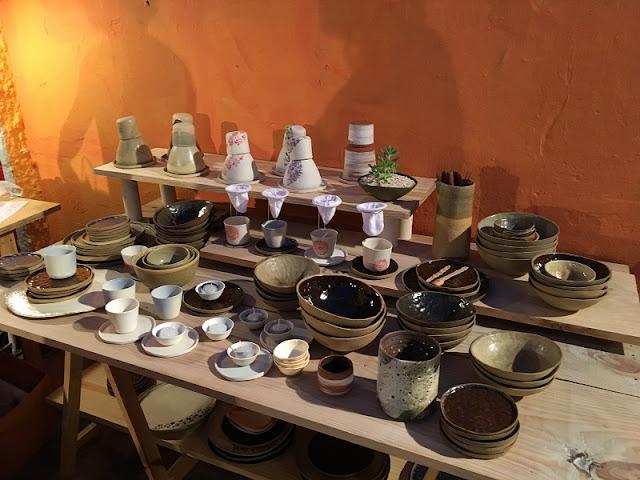 Peças de cerâmica e porcelana da Bárbara Anderáos no Sextarte