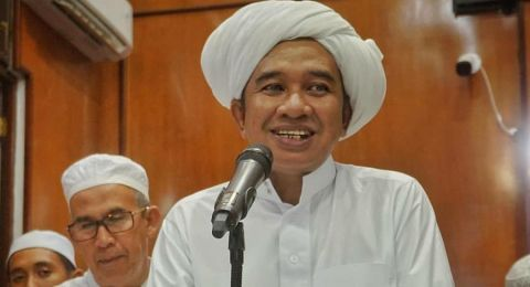 Guru Zuhdi meninggal, masyarakat tetap mendoakan dari rumah