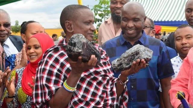 مليونير #الأحجار_الكريمة |  أب ل #30_طفل في تنزانيا يصبح #مليونيراً بعد عثوره على #اكبر_حجرين من الأحجار الكريمة
