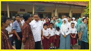 Guru Harus Wajibkan Siswa Menyanyi Lagu Nasional Pinta Anies Mendikbud