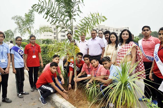 Asha Jyoti Vidyapeeth, ADC Jitendra Dahiya did the plantation, the meritorious students were honored