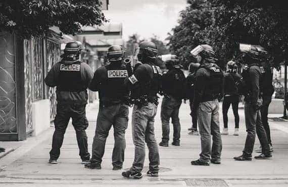 قارن بين الشرطة الادارية والشرطة القضائية