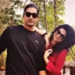 aditya redij with her sister