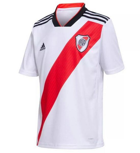El camiseta River Plate primera 2018-2019 es blanco con una faja roja que  corre en diagonal desde la parte superior del hombro izquierdo a través de  la ... 5ded42c927f23
