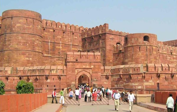 Agra Fort Essay for School Students.
