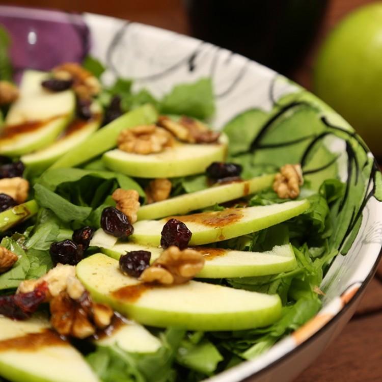 سلطة التفاح الأخضر ذو الفوائد العظيمة وبطبق واحد ستكتب العديد من الفتامينات