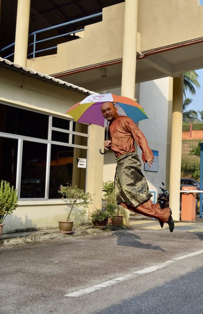 Baju Melayu and umbrella