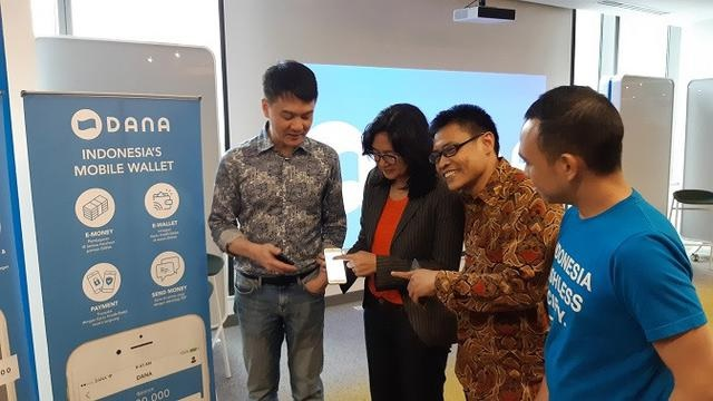 CEO Platform Dana Doyan Bakar Duit saat Edukasi Pasar