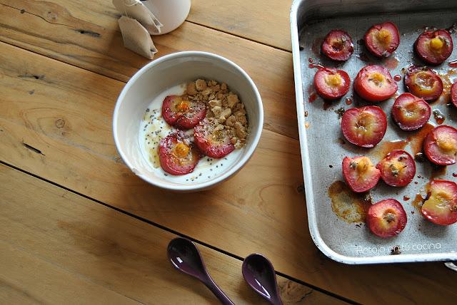 ciruelas-asadas, roasted-plums