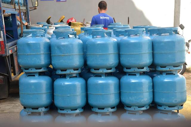Impostos federais sobre gás de cozinha e diesel serão zerados para reduzir preços