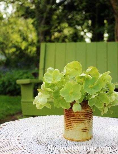Vas bunga rustic dari kaleng bekas