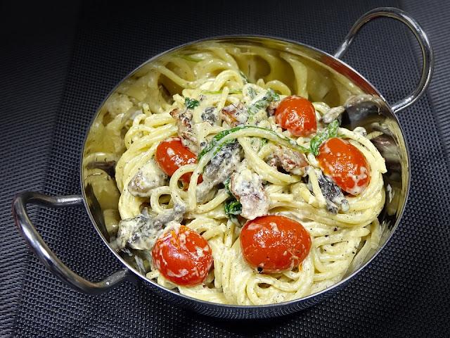 Alfredo sauce and pasta