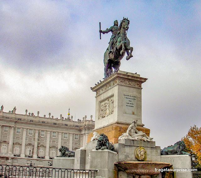 Estátua do rei Filipe IV de Espanha na Praça do Oriente, Madri