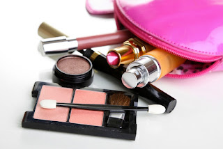 Haramkam mikroplastik dalam alat kosmetik