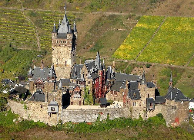 O castelo de Cochem domina o rio Mosela com fascinante atrativo
